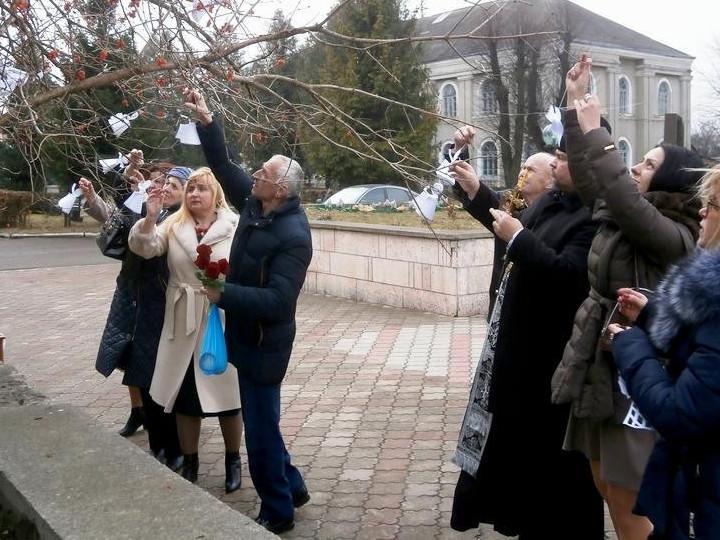 Іваничівці приєдналися дотихої акції «Ангели пам'яті»