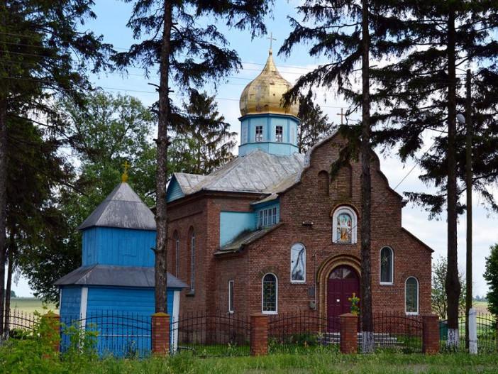На Іваничівщині громада вирішила поки не переходити в ПЦУ