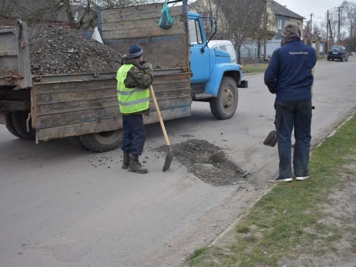 В Іваничах почали ремонтувати дорогу, просять потерпіти незручності