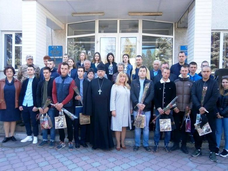Юнаків Іваничівщини урочисто провели в армію