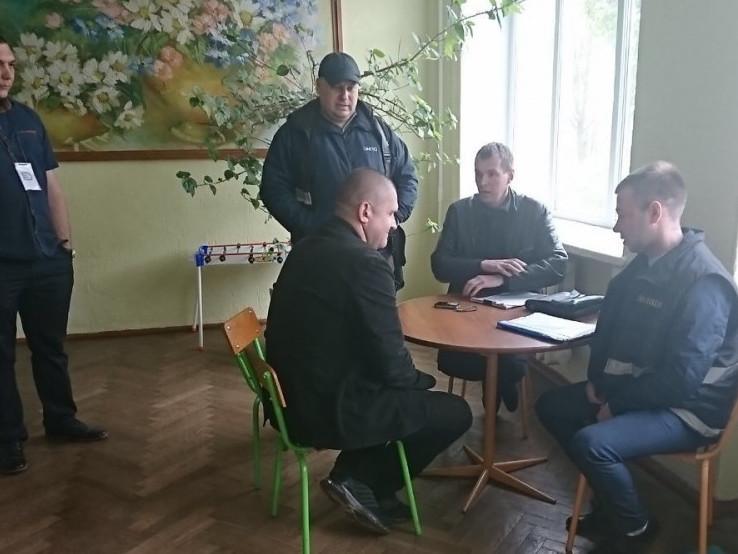 Виборчий округ №19: зафіксували уже три інциденти з фотографуванням бюлетенів