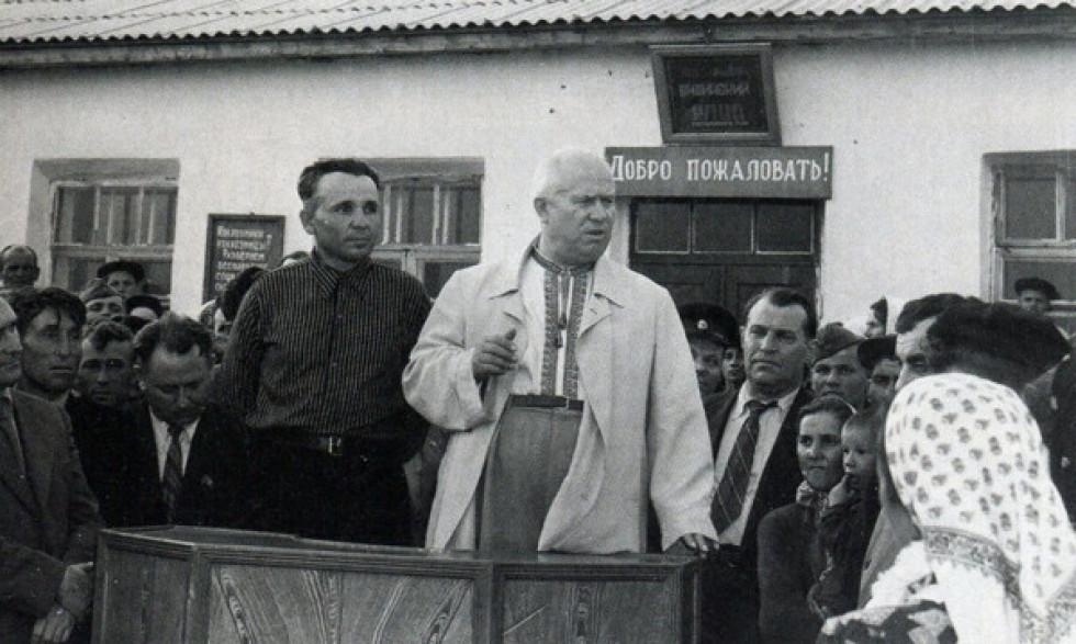 Фото з відкритих джерел: Хрущов в колгоспі