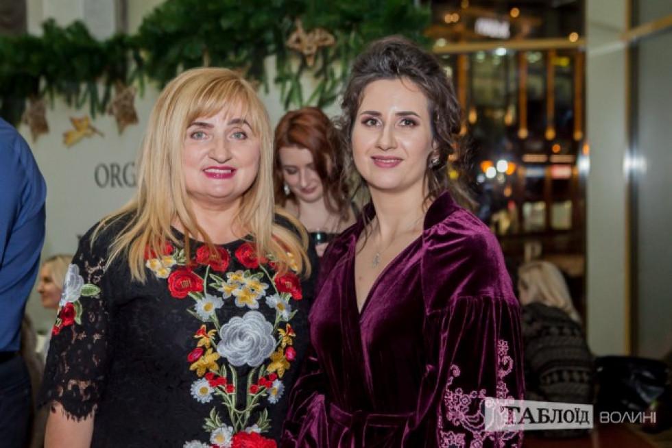 Лілія Кревська та одна з організаторів Олена Бекеша
