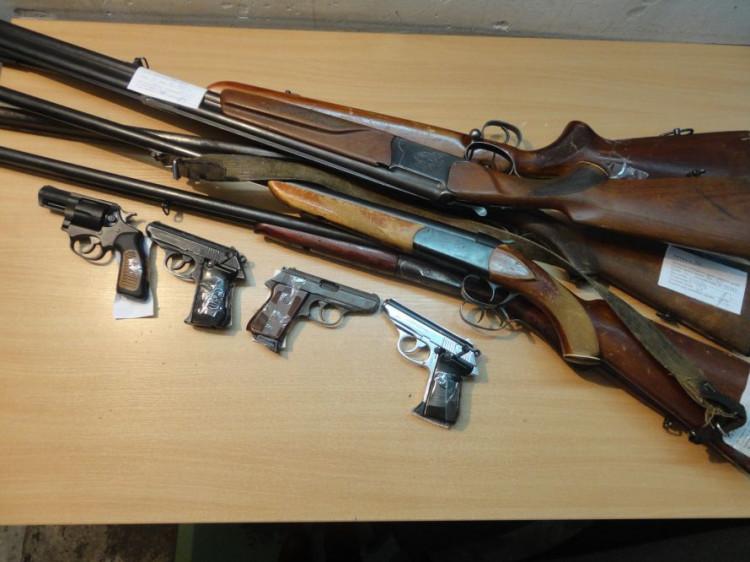 У Іваничах розпочинається місяць добровільної здачі зброї.