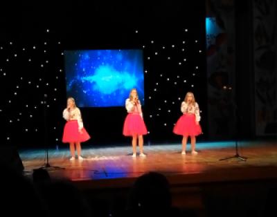 Дівчата виконали пісню на слова Т.Шевченка «Зоре моя вечірняя…»
