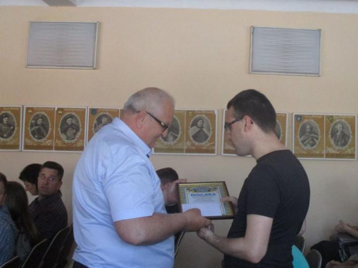 Представник районної ради вручив подяки Іваничівської районної ради та грошові премії, за багаторічну та активну участь у громадському житті товариства сліпих