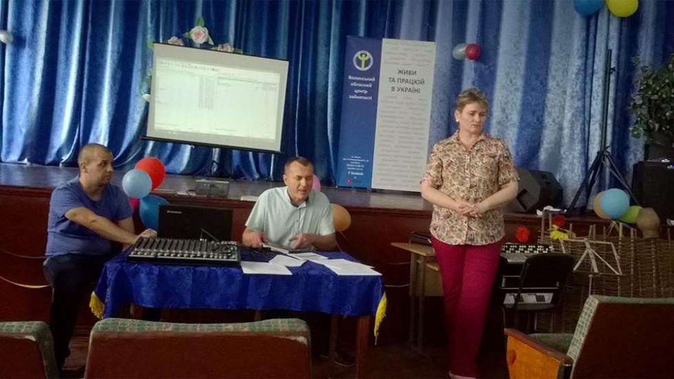 Представник роботодавця – начальник швейної дільниці Оксана Федик провела презентацію підприємства