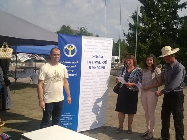 «Живи і працюй в Україні!» – під таким гаслом працівники служби зайнятості ознайомлювали жителів району із актуальними вакансіями