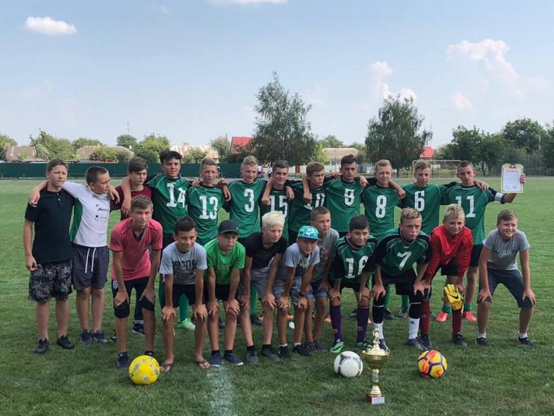 За результатами проведених футбольних поєдинків перехідний кубок отримала команда ФК «Західний Буг».
