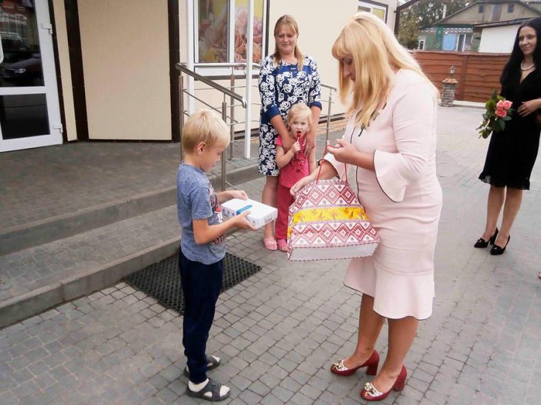 Син Михайла - Олексійко пішов у перший клас, а дружина Леся днями відсвяткувала свій День народження.