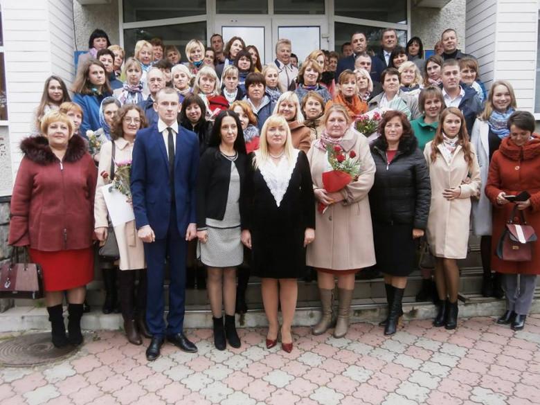 На Іваничівщині вітали освітян району
