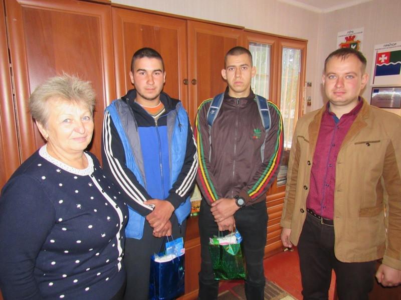 Мешканців волинської громади урочисто провели в армію