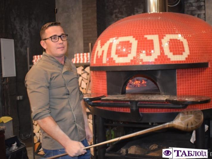 Андрій Злотко готував піцу у луцькому ресторані