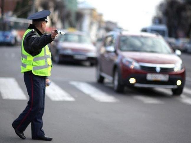 Нові штрафи та повноваження: поліція отримала право зупиняти євробляхи