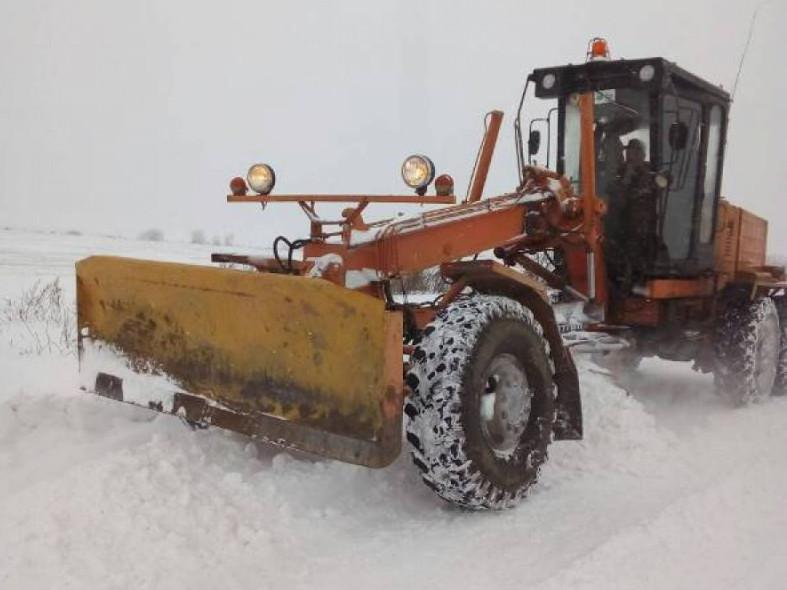 Повідомили, які дороги на Іваничівщині чистять від снігу