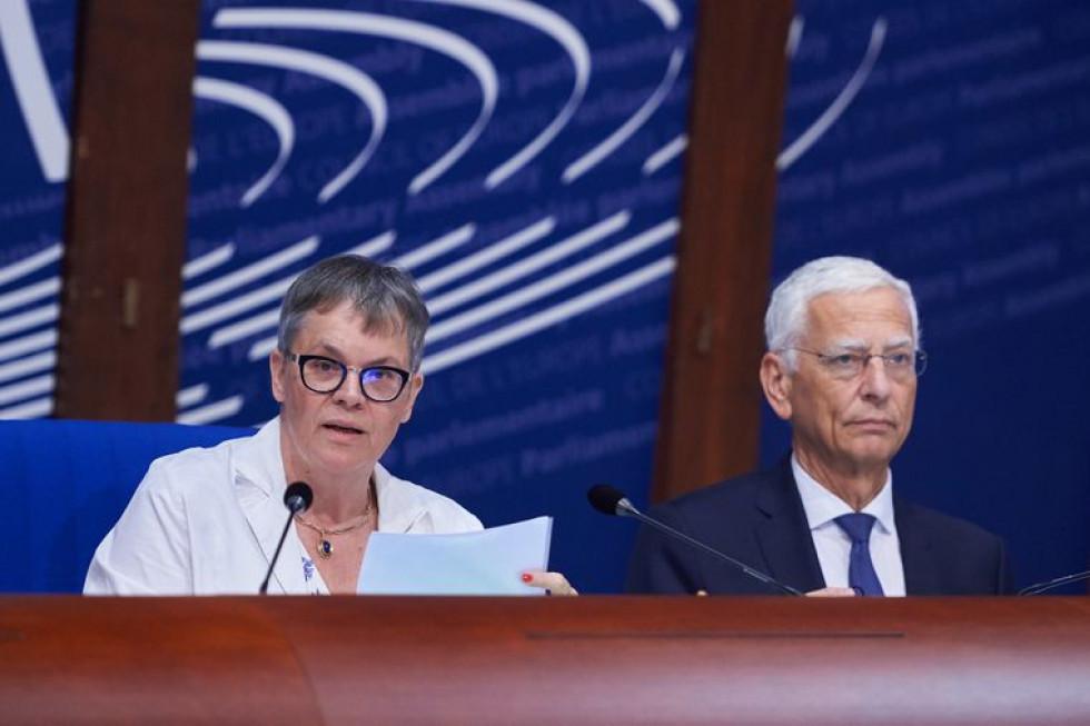 Президентка ПАРЄ Ліліан Морі Паск'є (ліворуч) під час відкриття літньої сесії ПАРЄ у Страсбурз
