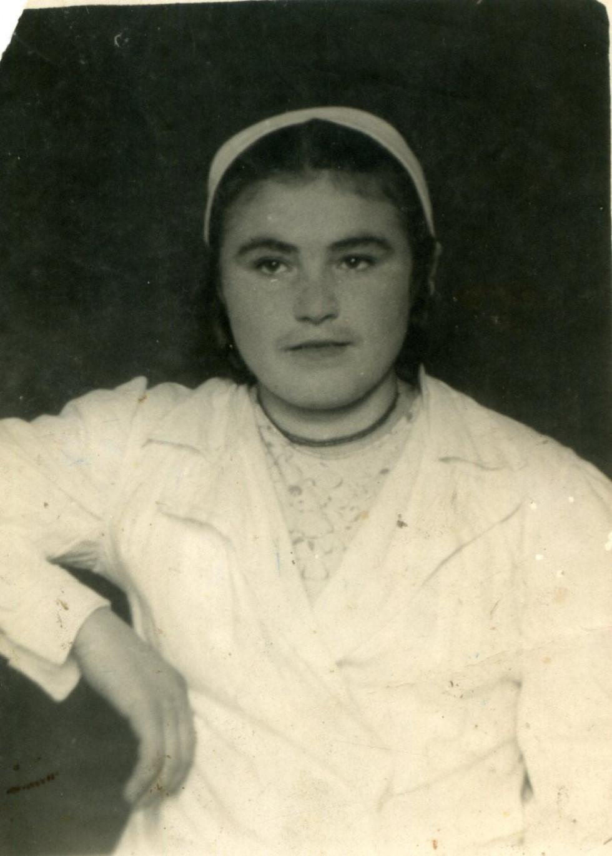 На фото: Катерина Коваленко під час навчання у Куп'янській акушерсько-фельдшерській школі. 1948 р.