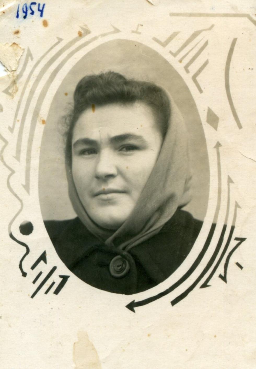 На фото: Катерина Коваленко. 1954 р. село Гряди.