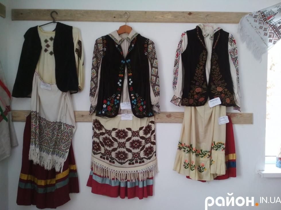 Жіноче святкове вбрання